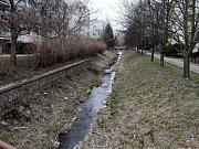 Potok se bude klikatit novým parkem na sídlišti.