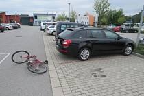 Opilý cyklista v Letohradu narazil do auta.