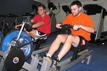 V prostorách nedávno otevřené SPORTOVNÍ HALY v Dolní Dobrouči zahájilo v pondělí provoz nové fitness centrum. Během týdne si jeho možnosti mohli  vyzkoušet zájemci o posilování zdarma.