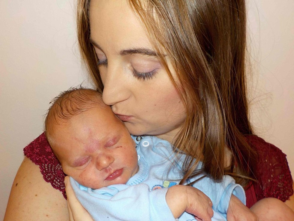 Tomáš Vaněk je první dítě do rodiny Denisy a Tomáše z Chocně. Narodil se 16.11. v 15.30 hodin a vážil 3,090 kg.