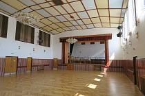 Kulturní dům ve Verměřovicích prochází postupnou opravou.