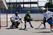 Hokejbaloví veteráni pro školu v Neratově vybrali přes 150 tisíc korun.
