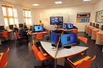 Školáci na Základní škole Komenského v Ústí nad Orlicí mohou nově využívat zrekonstruované učebny chemie a informatiky.