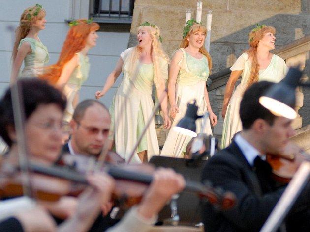 Snímek ze scénického provedení Dvořákovy opery Rusalka v Letohradě.