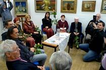 Jubilanti vystavují v ústecké Galerii pod radnicí.