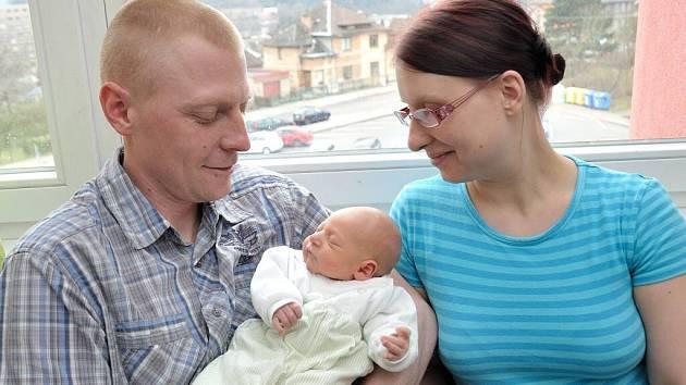 Václav Hudeček dělá radost rodičům Aleně a Petrovi  z Ústí nad Orlicí. Na svět přišel 7. 3. v 3.07 hodin, kdy vážil 2,68 kg. Doma se na něj těší i bráškové Jakub a Antonín.