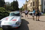 Naleštěné vozy značky Jaguar lákaly na častolovický zámek