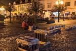 ČESKÁ TŘEBOVÁ: Také nejlidnatější město okresu se rozloučilo se starým rokem tradičním ohňostrojem, odpálen byl v podvečerních hodinách na Starém náměstí. Pro místní i přespolní bylo zajištěno teplé občerstvení.
