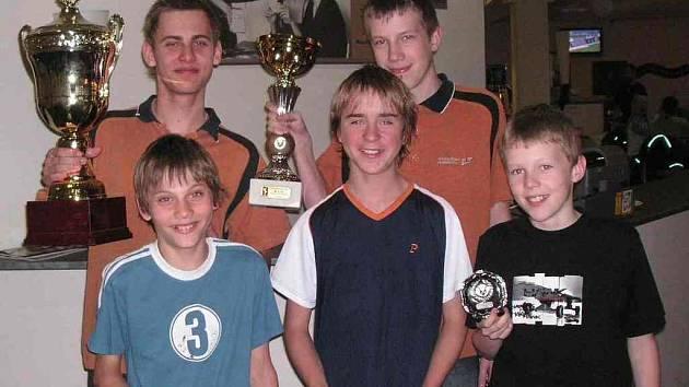 Juniorský bowlingový tým Oftisu.