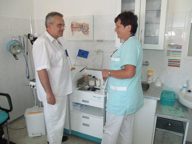 Doktor Středa v ordinaci Polikliniky Dopravního zdravotnictví.