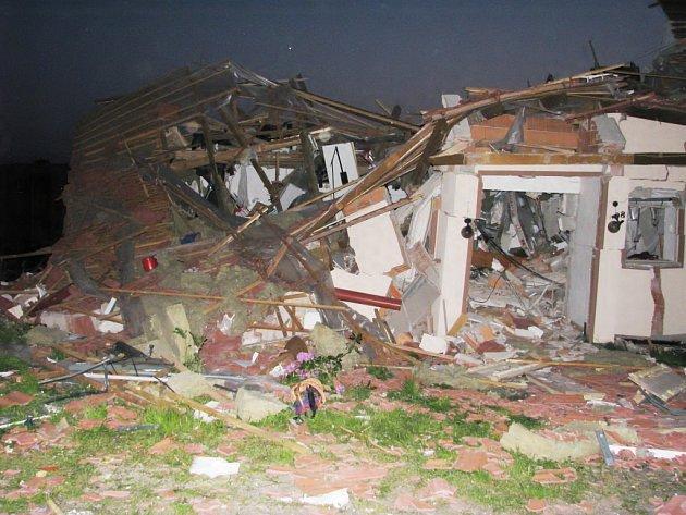 V pátek ve večerních hodinách vybuchl rodinný dům v Jablonném nad Orlicí.