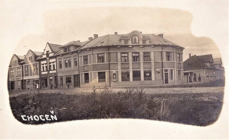 Dobová pohlednice Hotel Ondráček, první republika.