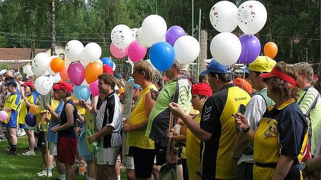 Popatnácté patřil známý volejbalový areál Sokola Dřevěnice u Jičína zdravotně postiženým sportovcům.