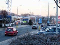 Silnice I/14 se bude na jaře opravovat, mělo by kolem ní být bezpečněji.