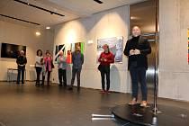 V galerii Multifunkčního centra L'Art v Lanškrouně vystavuje své velkoplošné obrazy František Teichmann.