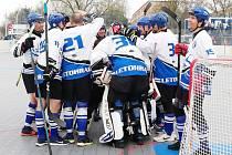 Vítězná radost letohradských hokejbalistů.