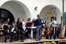 Slavnostní koncert ZUŠ v Chocni si užili nejen diváci, ale i vystupující.