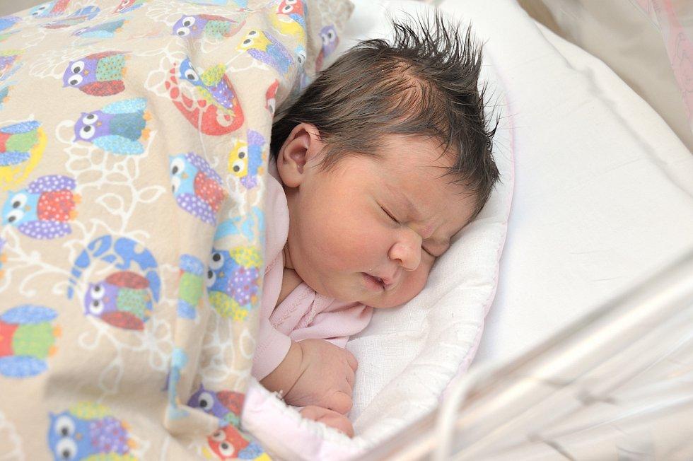 Kristýna Ježková je po Adamovi a Viktorovi třetím dítětem Martiny a Jana z Lanškrouna. Na svět si 1. 1. v 2.32 hodin přinesla váhu 3,960 kg.