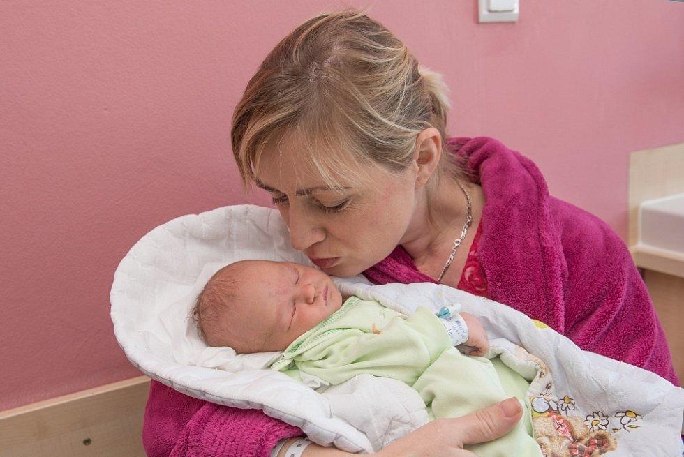 Vojtěch Novotný  těší rodiče Adrianu a Leoše z Nekoře. Narodil se 14. 11. v 11.47, vážil 3,160 kg. Sourozenci se jmenují Soňa a Radim.