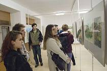 Ve školní galerii vystavuje ústecká SŠUP studentské práce z plenéru.
