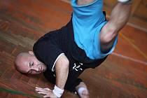 Workshop s Petrem Ježkem, několikanásobným mistrem ČR a semifinalistou ME i MS v break dance, se uskutečnil v českotřebovské Taneční škole.