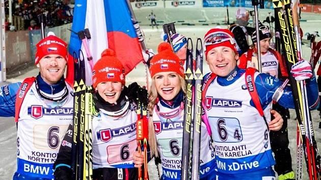 ZLATÁ radost ve finském Kontiolahti, kde smíšená štafeta získala zlatou medaili. Dnes se porve česká čtveřice o jednu z medailí na mistrovství světa v Norsku.