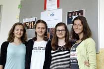 Deváťačky z Dolní Dobrouče získaly cenu Gratias Tibi od organizace Člověk v tísni.