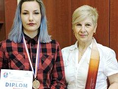Veronika Krejsová při soutěži o nejlepší paprikovou omáčku.