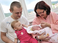 Barbora Teplá bude doma v Zámrsku s rodiči Klárou a Michalem a sestrou Zuzankou. 10. června v 9.48 hodin jí navážili 3,6 kg.