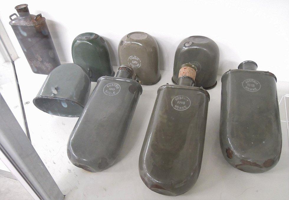 Novinky v expozici, R-U polní lahve vzor 1915. Zdroj: Vojenské muzeum Králíky
