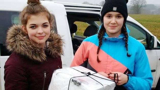 Nikola Lipenská (vlevo) a Klára Dostálková v Číhošti uskutečnily čtyři měsíce připravovaný projekt.