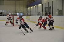 ZBRANĚMI, jakými se pyšní kanadské juniorské týmy, vyrukovali dorostenci Lanškrouna a slavilo to úspěch.