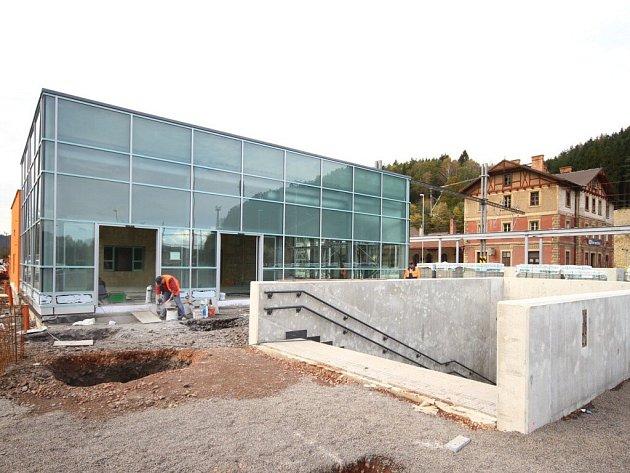 Práce na stavbě Průjezd železničním uzlem Ústí nad Orlicí jdou pomalu do finiše.
