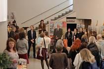 V ústeckém Roškotově divadle začala výstava prací studentů umprumky, které vytvořili na Slovensku.