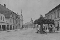 Hostinec U Petříčků počátek 20. století, třetí dům zleva.