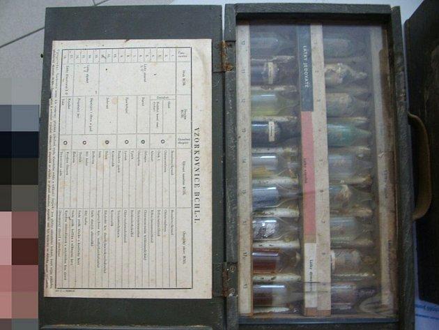 Kazeta s údajnými chemickými bojovými látkami.