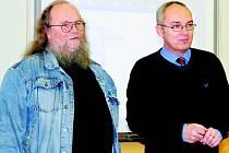 František Stárek (na snímku vlevo) s ředitelem gymnázia v České Třebové Josefem Menšíkem.