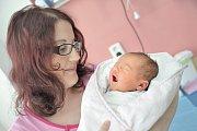 Karolína Siglová se narodila 24. 4. v 10.56 hodin. Vážila 4,03 kg a s rodiči Hanou a Petrem a sestřičkou Natálkou bude doma v Ústí nad Orlicí.