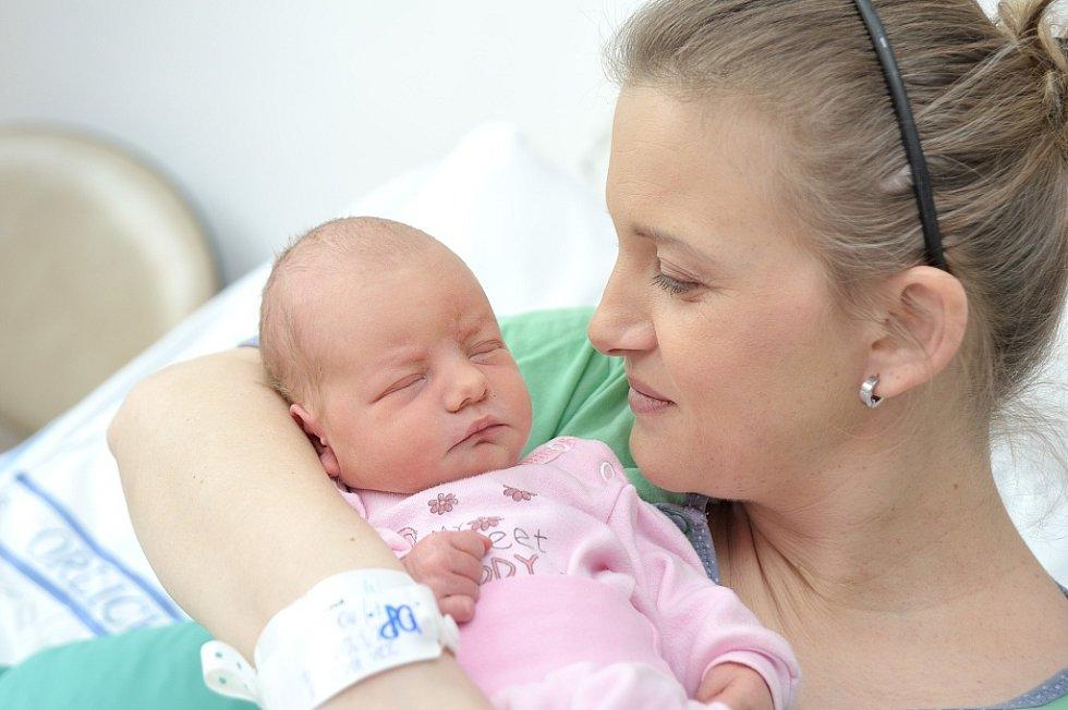 Zora Vašíčková těší rodiče Markétu a Ondřeje z Moravské Třebové. Na svět přišla 28. 3. v 9.42 hodin, kdy vážila 3,190 kg. Sestřička se jmenuje Marie.