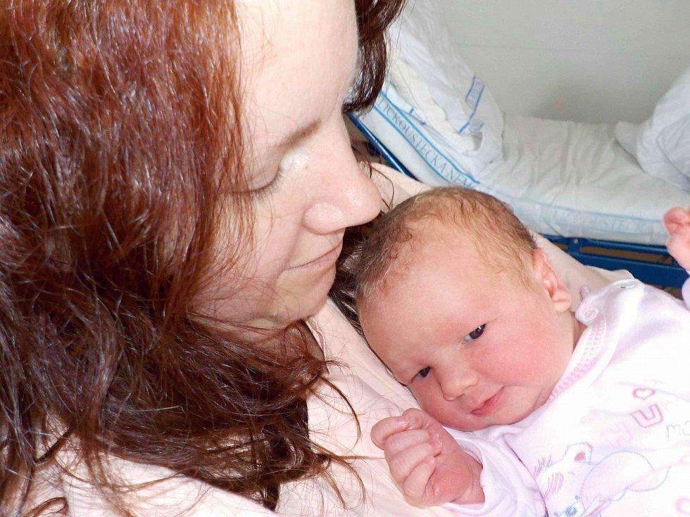 Karla Kotvová, tak se jmenuje další dítě Lucie a Františka z České Třebové. Narodila se 18. 3. v 9.42 hodin, kdy vážila 3440 g. Doma ji čeká bratříček Fanoušek.