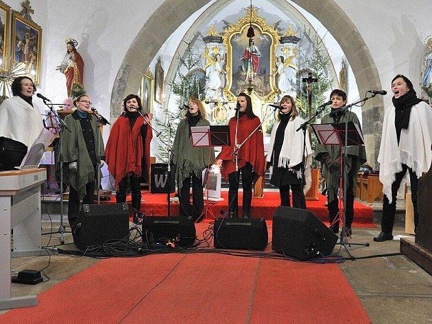 Koncert vokálního okteta Generace v Českých Libchavách.