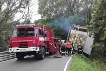 Nehoda kamionu na silnici na Andrlův chlum.