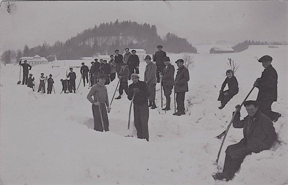 Historické fotografie obce, Zdroj: Archiv obce Nové Hrady