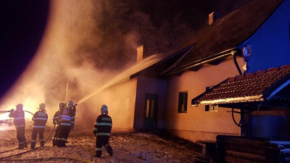 Požár stodoly v Horních Heřmanicích.