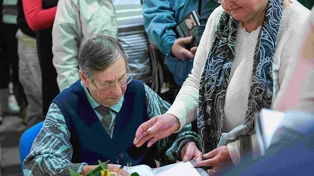 Beseda s Věrou Sosnarovou, její životní příběh vypráví kniha Jiřího Kupky Krvavé jahody.