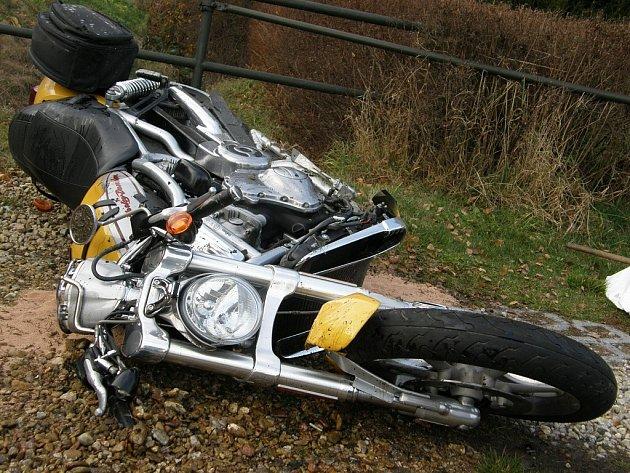 K velmi vážné dopravní nehodě došlo ve čtvrtek po 14. hodině na hlavním tahu mezi Českou Třebovou a Ústím nad Orlicí . Motorkář byl transportován vrtulníkem.
