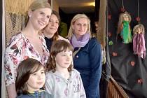 Loutky Gabriely Podroužkové v Pohádkovém domečku v Nových Hradech navštívila ministryně školství Kateřina Valachová.
