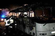Z požáru autobusu v Jablonném nad Orlicí.