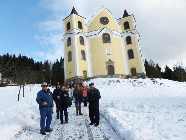 Návštěva kostela a mše svaté v Neratově.