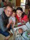 Mikuláš Kapoun se narodil 9. 5. v 7.56 hodin. Vážil 3,680 kg a radost z něj mají rodiče Kateřina a Lukáš i bráška Matyáš.